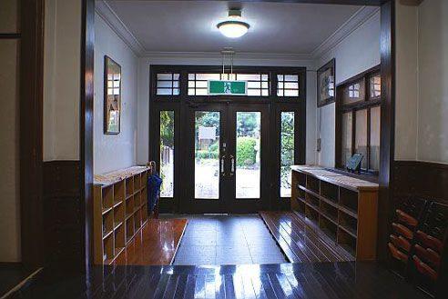 9.歴史的建築の高級和風レストラン|玄関
