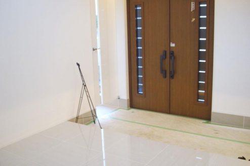 22.洒落たデザインの新築戸建|玄関