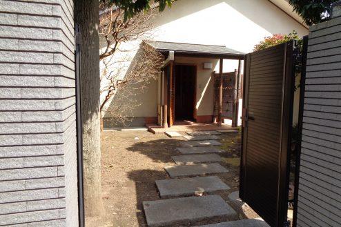 4.練馬・一軒家スタジオ 門から玄関前