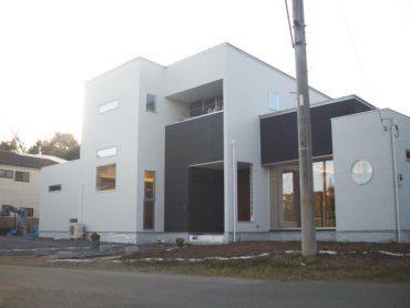 洒落たデザインの新築戸建|一軒家・アイランドキッチン・リビングダイニング・吹き抜け玄関・外観