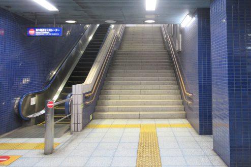 12.京急ロケーションサービス|天空橋駅・階段&エスカレーター