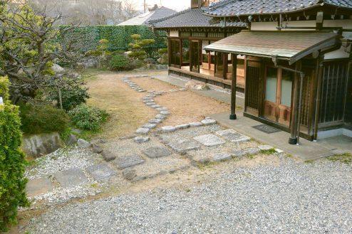 15.和モダン・佐倉スタジオ 玄関アプローチ