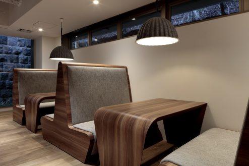 6.+SHIFT NOGIZAKA|1F:オフィスルーム(対面式テーブル)