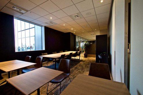 13.株式会社GOOYA 全16席のオープンスペース。椅子や机は移動可能です