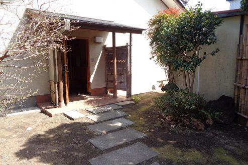 23.練馬・一軒家スタジオ 玄関前