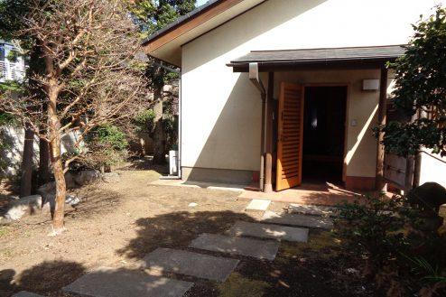 24.練馬・一軒家スタジオ 玄関前