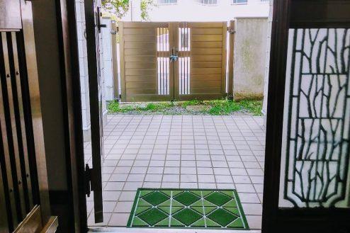 11.横浜市旭区ハウススタジオ|玄関から外