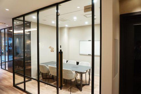 4.+SHIFT KANDA 1F:会議室