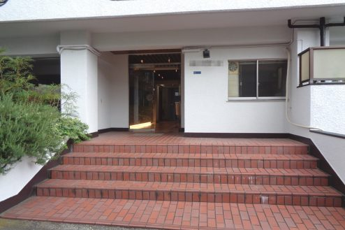 17.新宿 曙橋・屋上 正面入口